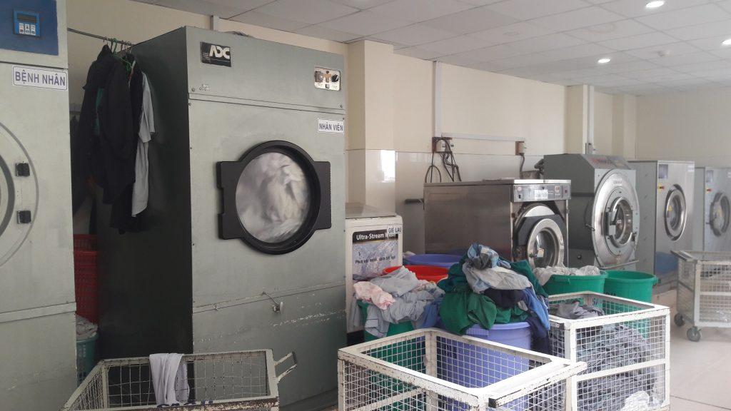 Sử dụng máy giặt công nghiệp1