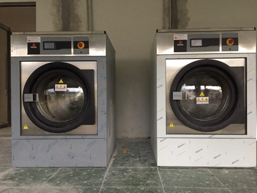 Nên chọn máy giặt công nghiệp lồng ngang hay lồng đứng
